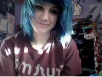 emo girl plays on cam